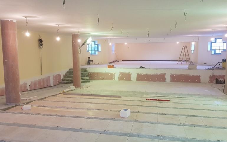 Sala po kościołem – końcówka prac budowlanych